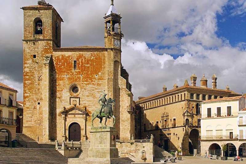 Visitas Guiadas y Free Tours a Trujillo con Guías Oficiales de Turismo
